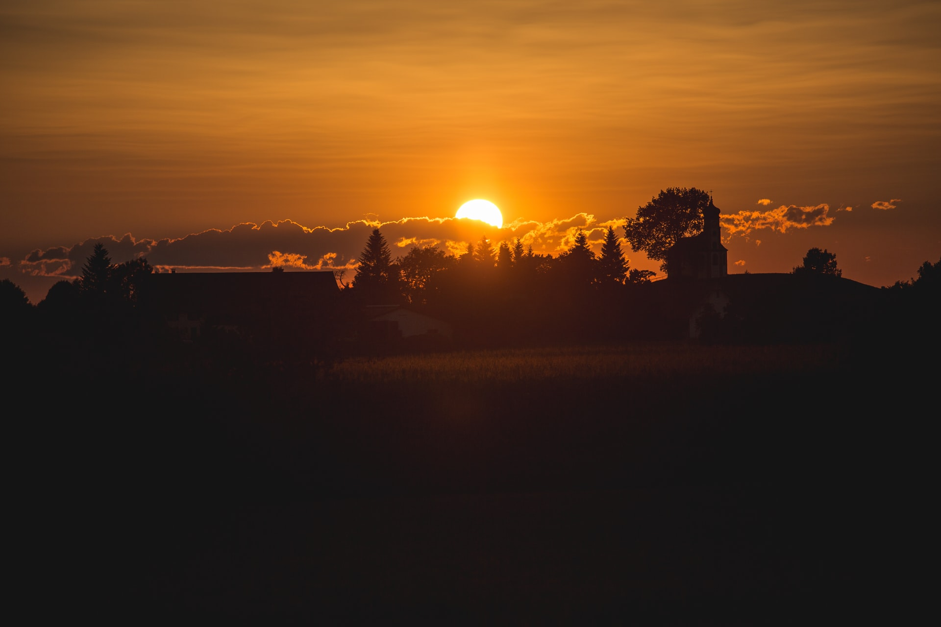 Wonderful! There are the 6 places on earth where sun never sets